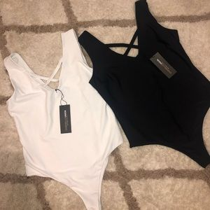 Women's bodysuit w/ snap closure. Black and White